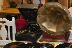 """""""78 Umdrehungen"""" Grammophone und Schel-lack – Reinhör-, Klön- und Träumvormittage @ La Maison"""